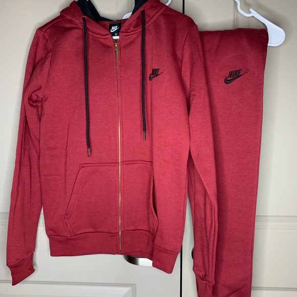 Burgundy Nike sweatsuit... perfect for the season!
